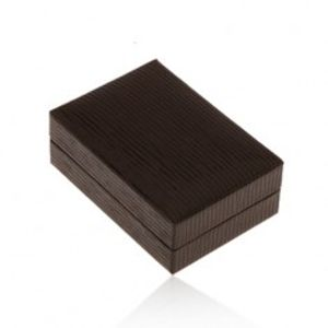 Lesklá koženková krabička na náušnice, povrch hnědé barvy se zářezy Y49.15