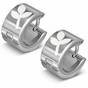 Lesklé ocelové náušnice - stříbřité kruhy s bílým trojlistem AA32.20