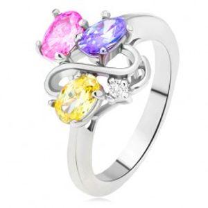 Lesklý prsten - barevné oválné zirkony, linie dvojitého S, čirý kamínek L10.02