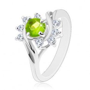 Lesklý prsten se stříbrnou barvou, oblouky z čirých zirkonů, světle zelený zirkon G07.10