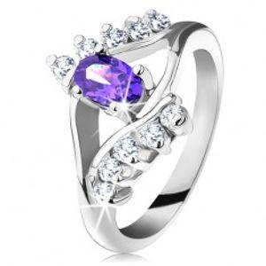 Lesklý prsten ve stříbrném odstínu s fialovým oválným zirkonem, čirá linie G10.29