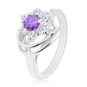 Blýskavý prsten ve stříbrném odstínu, kulatý fialový zirkon, čiré zirkonky G04.10