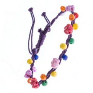 Náramek z pletených šňůrek - fialový s kvítky, korálky Z15.14