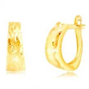 Náušnice ze žlutého zlata 585 - rozšířený oblouk se zrníčky a matnými vlnkami GG219.03
