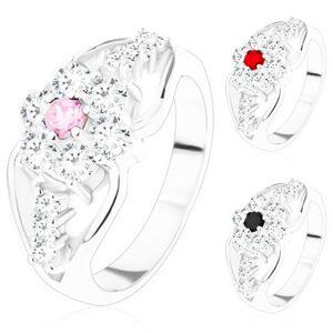 Prsten se zirkonovým květem a rozdělenými rameny, trojice čirých zirkonů - Velikost: 52, Barva: Tmavočervená