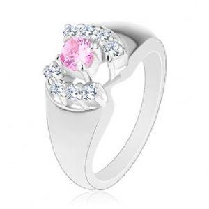 Prsten se zaoblenými rameny, kulatý zirkon v růžové barvě, čiré obloučky G13.31