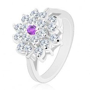Prsten stříbrné barvy, velký čirý květ s fialovým zirkonem uprostřed R30.5