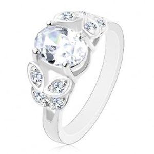 Prsten ve stříbrné barvě, rozdělená ramena se zirkonovými lístky, čirý ovál V14.16