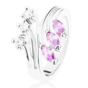 Prsten ve stříbrné barvě, rozvětvená ramena, fialové a čiré zirkony R41.2