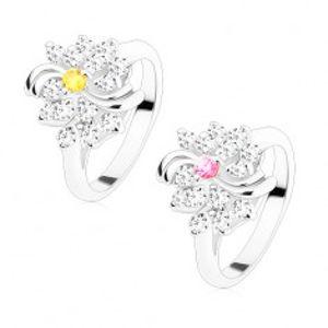Prsten ve stříbrném odstínu, čirý kvítek s barevným středem, lesklé oblouky S12.03