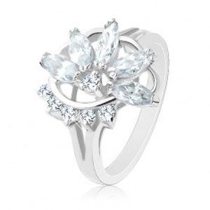 Prsten ve stříbrném odstínu, poloviční zirkonový květ, oblouk čirých zirkonků R32.11