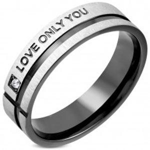 Prsten z chirurgické oceli se zirkonem a černým pruhem K11.15