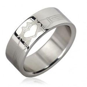 Prsten z chirurgické oceli - pásky, planoucí srdce v rukou  J7.2