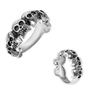 Prsten z chirurgické oceli, malé patinované lebky, stříbrná barva T19.8