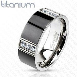 Prsten z titanu předělený čtyřmi řadami čirých zirkonů - Velikost: 60