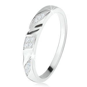 Prsten ze stříbra 925, šikmé gravírované pásy s čirými zirkony - Velikost: 47