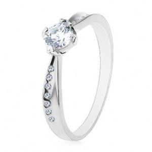 Prsten ze stříbra 925, hladká a zirkonová linie, blýskavý čirý zirkon uprostřed H8.08