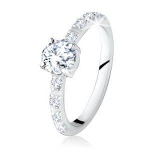 Stříbrný prsten 925, kulatý čirý kamínek, ramena zdobená zirkony SP17.22