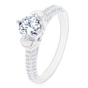 Stříbrný prsten 925, kulatý čirý zirkon v dekorativním kotlíku, blýskavá ramena J17.07