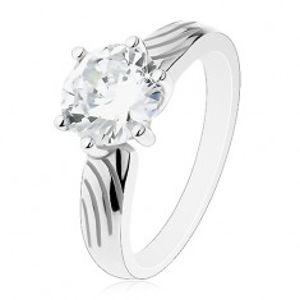 Stříbrný prsten 925, velký kulatý zirkon čiré barvy, zářezy na ramenech J11.01