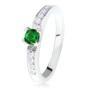 Stříbrný zásnubní prsten 925, kulatý zelený kamínek, linie čirých zirkonů SP34.08