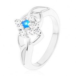 Třpytivý prsten s rozdělenými rameny, modrý zirkon v čirém kosočtverci V12.11