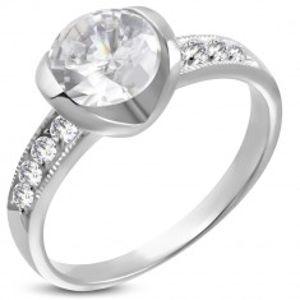 Zásnubní prsten z chirurgické oceli s velkým a osmi malými zirkony D12.10