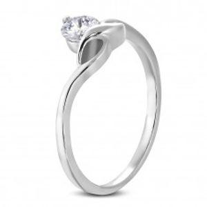 Zásnubní prsten s kulatým čirým zirkonem a jemnými vlnkami D16.16